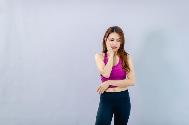 Mujeres mostrando dolor de muelas por caries concepto de salud bucal