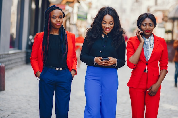 Mujeres negras en una ciudad