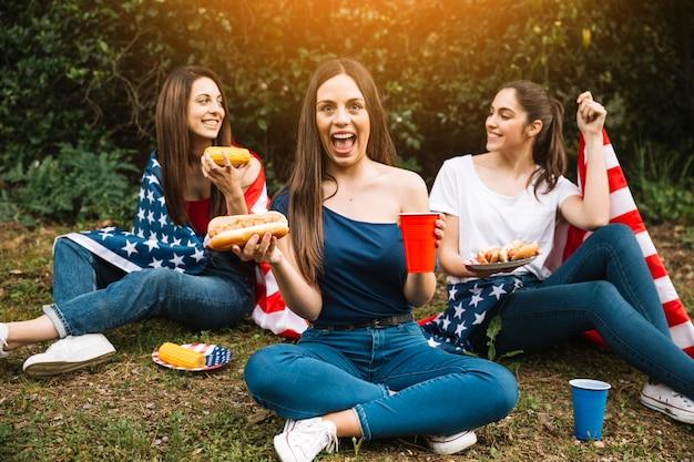 Mujeres salidas de picnic