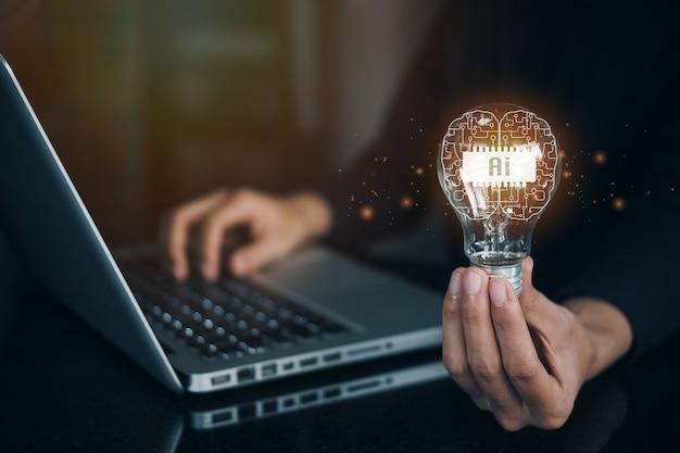 Mujeres sosteniendo bombillas, ideas de nuevas ideas con tecnología innovadora y creatividad. idea creativa. concepto de idea e innovación