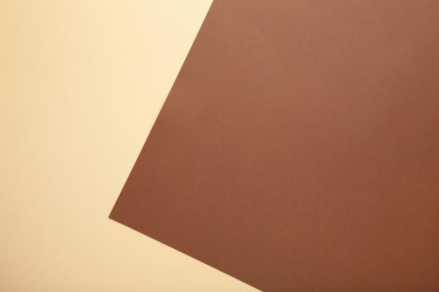 Multicolor de un papel de colores marrón y beige.