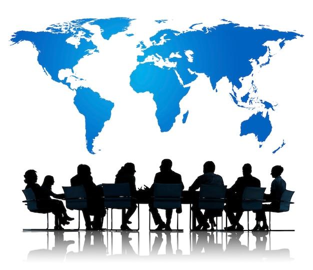 Mundo global gente de negocios globalización conexión empresarias