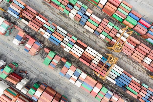 El mundo del transporte marítimo de contenedores / contenedores de exportación-importación