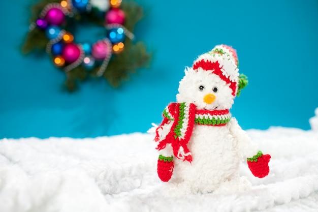 Muñeco de nieve artesanal navideño encantador