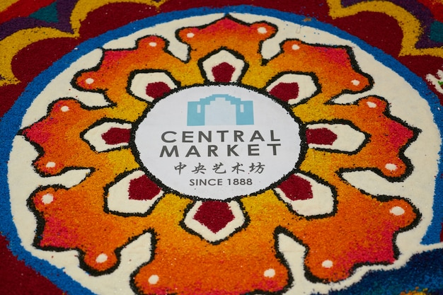 Mural colorido del mercado central