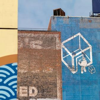 Mural pintado en una pared en manhattan, nueva york, estados unidos