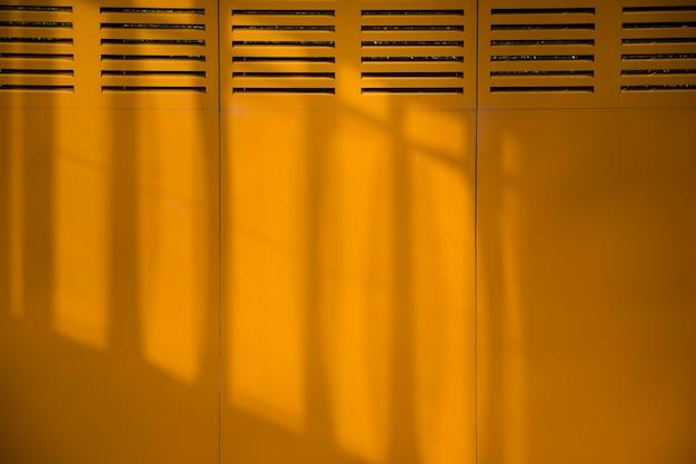 Muro ciudad con sombras