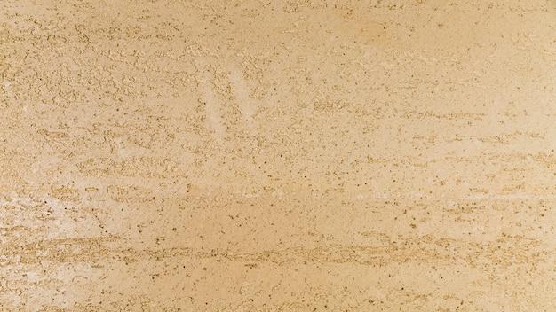 Muro de hormigón de aspecto grueso.