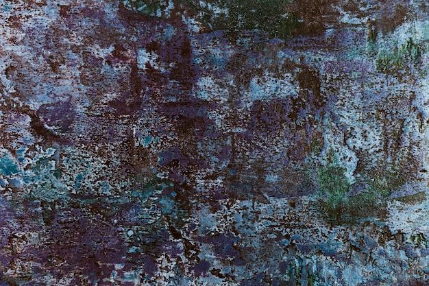 Muro de hormigón grueso con pintura