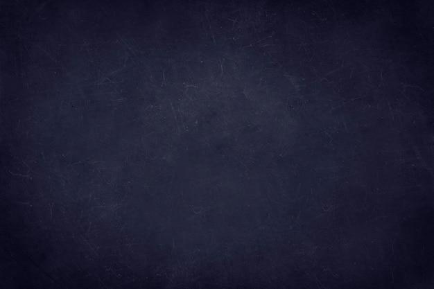 Muro de hormigón negro con arañazos