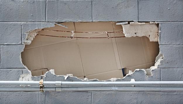 Muro de hormigón con roto