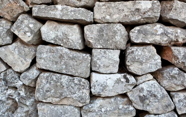 Muro de piedra de un trullo en alberobello