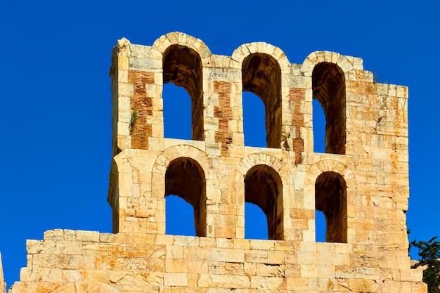Muro del teatro de dioniso en la acrópolis de atenas, grecia