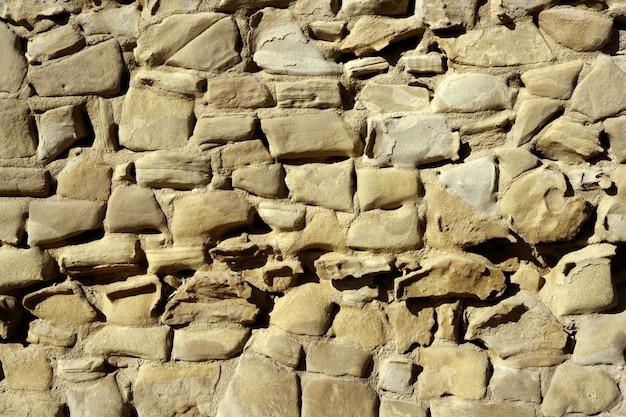 Muros de piedra envejecida, mampostería en españa.