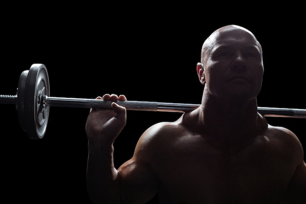 Musculoso hombre sano, elevación, crossfit