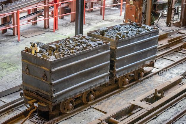 El museo nacional de minería de escocia fue creado en 1984, para preservar los restos de la superficie física de lady victoria colliery en newtongrange, midlothian, escocia