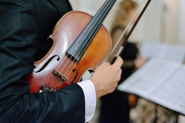 Música clásica. concepto de concierto de música violín