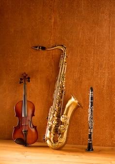 Música clásica sax tenor saxofón violín y clarinete vintage.