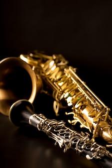 Musica clasica saxofón tenor saxofon y clarinete en negro