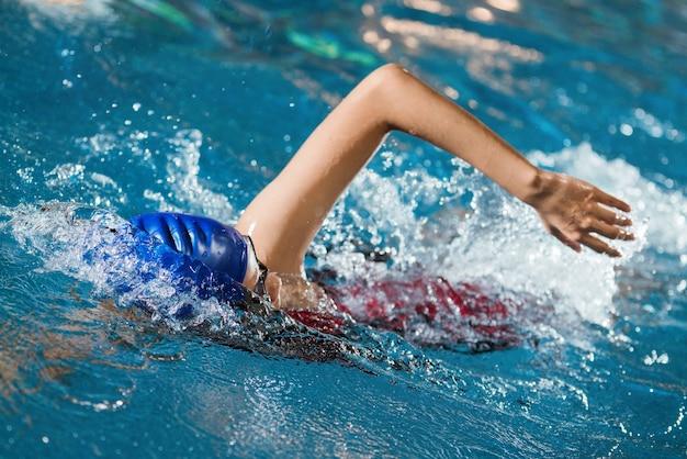 Los nadadores están nadando