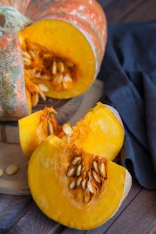 Naranja fresca calabaza con semillas