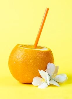 Una naranja fresca lista para beber
