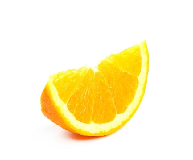 Naranja sobre blanco