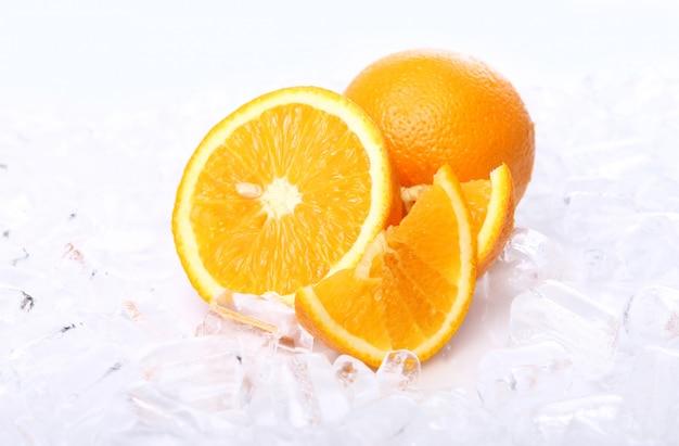 Naranjas frescas y hielo