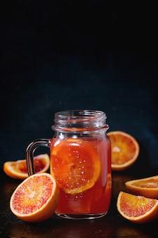 Naranjas de sangre con jugo