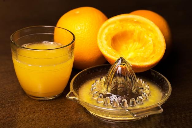 Naranjas y su jugo