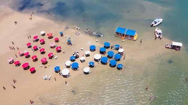 Natal, rio grande do norte, brasil - 12 de marzo de 2021: lagoa de guaraãras en tibau do sul