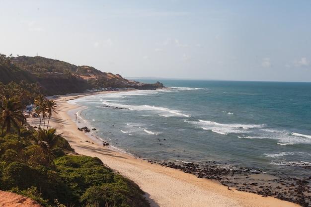 Natal, rio grande do norte, brasil - 12 de marzo de 2021: praia da pipa en rio grande do norte