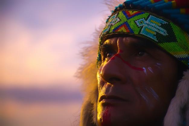 Nativos americanos, retrato del hombre indio americano.