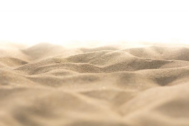 Naturaleza de la arena en la playa en el fondo blanco.