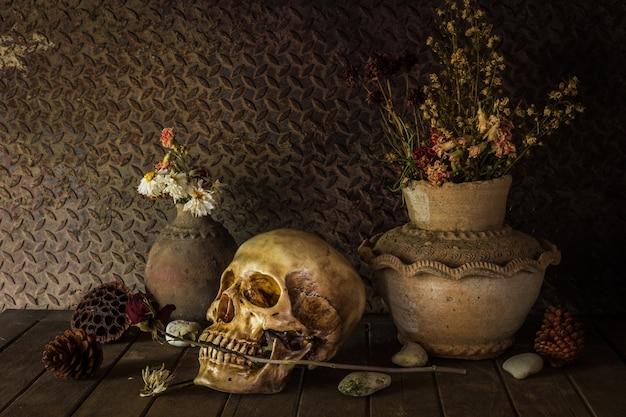 Naturaleza muerta con un cráneo.
