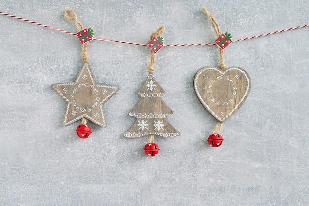 Navidad. decoración navideña de madera en gris.