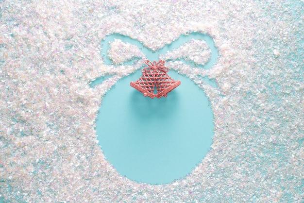 Navidad elegante azul con superficie brillante. diseño de vacaciones con copyspace, vista superior plana