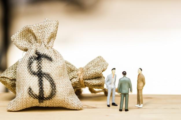 Negociación de inversiones financieras, discusión entre ceo o concepto de nivel de ejecución.