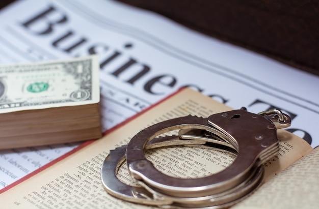 Negocio ilegal de drogas, dinero y esposas