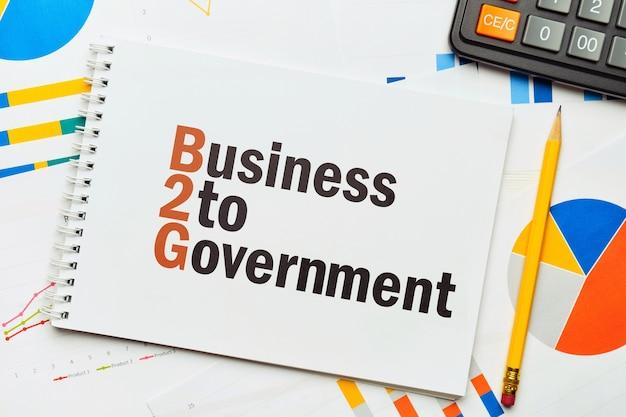Negocios al gobierno en el bloc de notas.