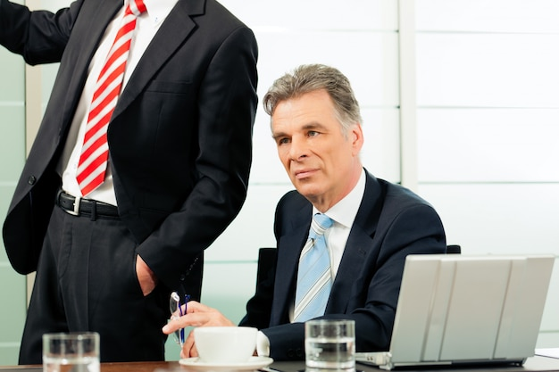 Negocios - presentación dentro de un equipo