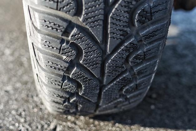 Neumático con hilo de invierno de cerca