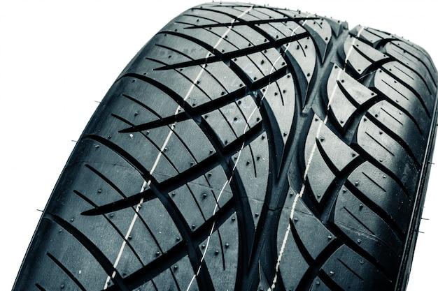Neumáticos de automóvil aislados. neumáticos de verano