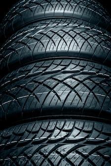 Neumáticos de automóvil de cerca