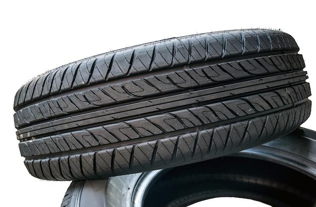 Neumáticos para camiones aislados.