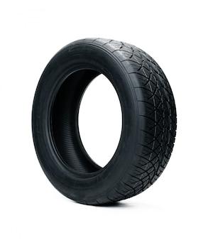 Neumáticos de coche aislados en blanco. neumáticos de verano