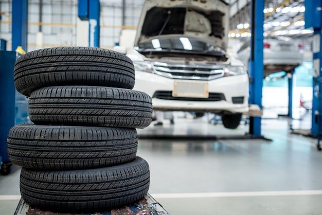 Los neumáticos nuevos van a cambiar el auto.