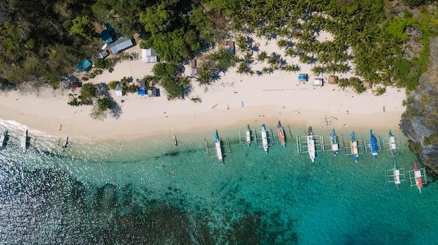 El nido, palawan, filipinas, vista aérea de la playa de siete pecados
