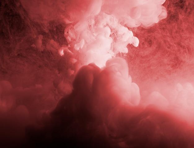 Niebla roja densa abstracta