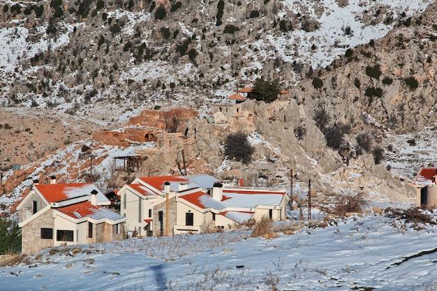Nieve en las montañas del líbano